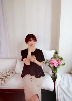 드림아래 펀칭꽃 티[size:F,1] [1사이즈 8월 6일 입고예정!]
